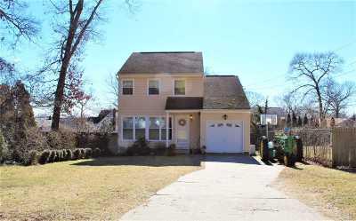 Farmingville Single Family Home For Sale: 12 Edgewood Ave