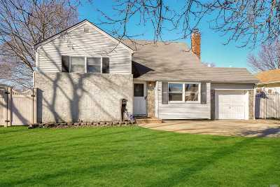 Wantagh Single Family Home For Sale: 2414 Bayview Ave