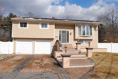 Bay Shore Single Family Home For Sale: 93 Junard Dr