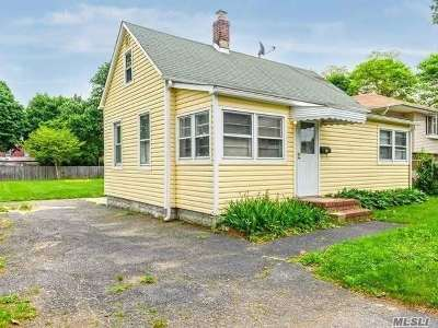 Huntington Sta NY Single Family Home For Sale: $265,000