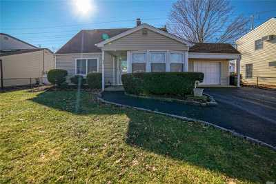 Levittown Single Family Home For Sale: 92 Cornflower Rd