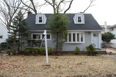 Rockville Centre Single Family Home For Sale: 1205 Langdon Blvd