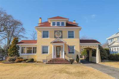 Bay Shore Single Family Home For Sale: 50 S Montgomery Ave