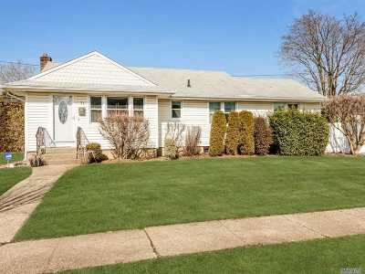 Syosset Single Family Home For Sale: 31 Crown St