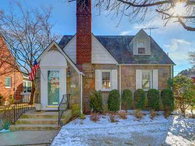 Nassau County Single Family Home For Sale: 70 Harvard St