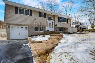 Commack Single Family Home For Sale: 2 Wenmore Ct