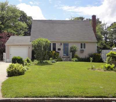 Bay Shore Single Family Home For Sale: 1544 Potter Blvd