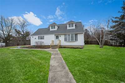 central Islip Single Family Home For Sale: 21 Hickory St