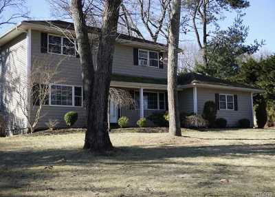 Smithtown Single Family Home For Sale: 22 Ivy Hill Dr