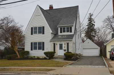Freeport Single Family Home For Sale: 288 Southside Ave