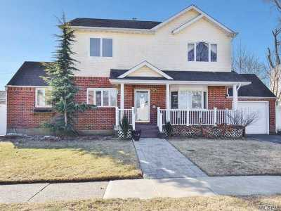 Hicksville Single Family Home For Sale: 37 Woodcrest Rd