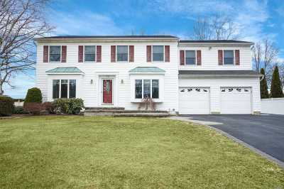 Commack Single Family Home For Sale: 29 Oak Meadow Rd