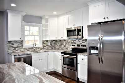 central Islip Single Family Home For Sale: 41 E Cherry St