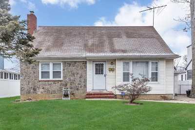 Merrick Single Family Home For Sale: 2253 Locust St