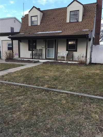 Massapequa Single Family Home For Sale: 91 E Cedar St