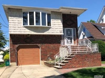 Lynbrook Single Family Home For Sale: 17 Abrams Pl