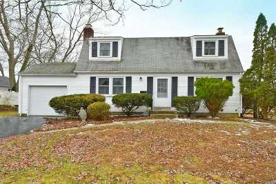 Smithtown Single Family Home For Sale: 17 Basswood Ln