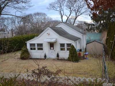 Selden Single Family Home For Sale: 37 Highview Ave