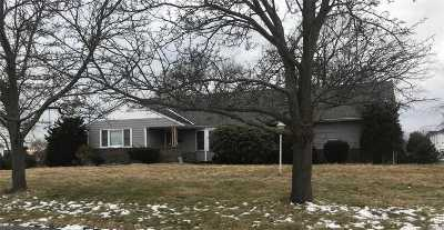 West Islip Single Family Home For Sale: 120 Wampum Ln