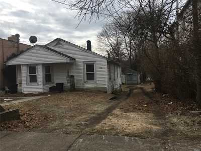 Huntington Sta NY Single Family Home For Sale: $219,000