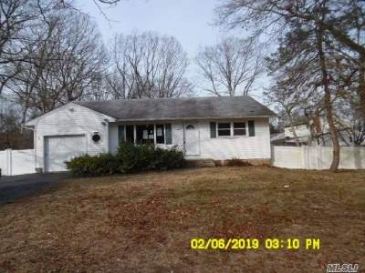 Ronkonkoma Single Family Home For Sale: 4105 Express (North) Dr