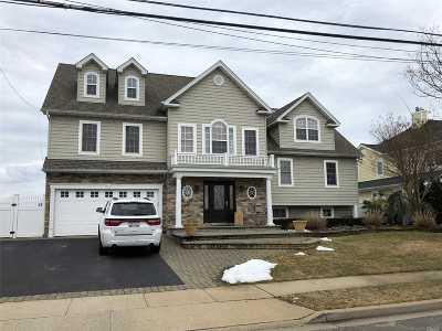 Massapequa Single Family Home For Sale: 87 Ocean Ave