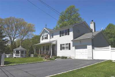Mastic Beach Single Family Home For Sale: 91 Edgewater Dr
