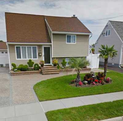 Copiague Single Family Home For Sale: 285 East Dr