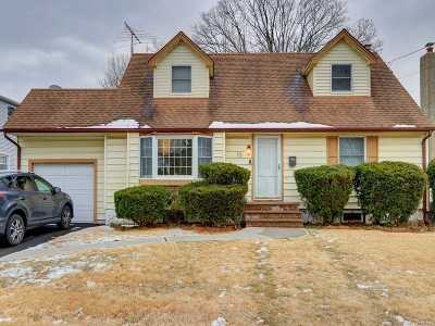 Massapequa Park NY Single Family Home For Sale: $479,000