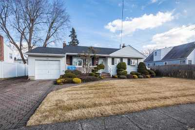 Farmingdale NY Single Family Home For Sale: $459,999