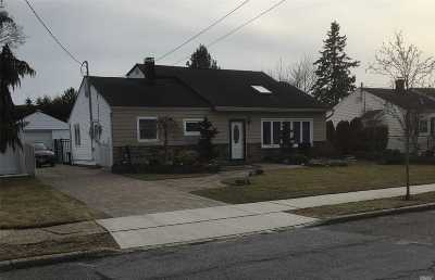 Massapequa Single Family Home For Sale: 5 Oxford Rd