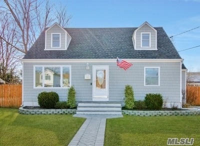Patchogue Single Family Home For Sale: 92 Harris St