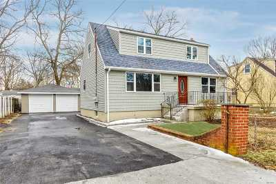 Huntington Single Family Home For Sale: 12 Lafayette St