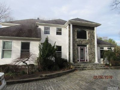 Lake Ronkonkoma Single Family Home For Sale: 200 Rustic Rd