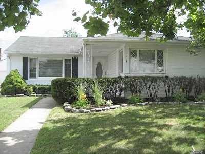 Long Beach NY Single Family Home For Sale: $630,000
