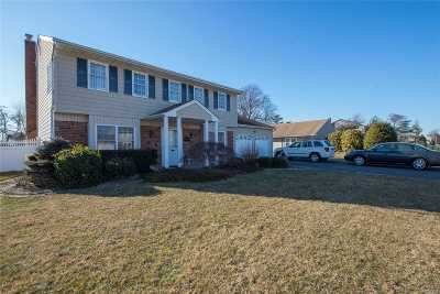 West Islip Single Family Home For Sale: 128 Pace Drive South