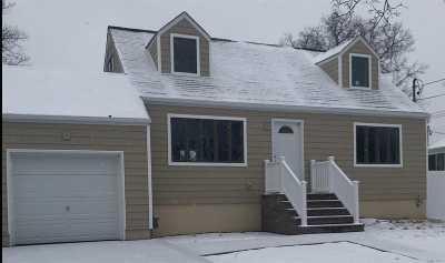 Lindenhurst Single Family Home For Sale: 252 N Monroe Ave