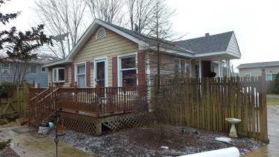 Farmingville Single Family Home For Sale: 2 William St