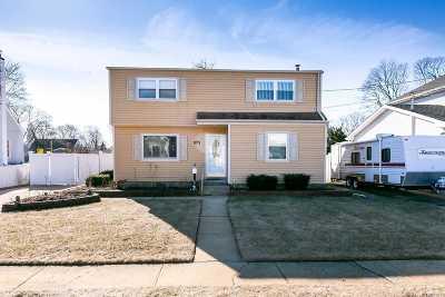Lindenhurst Single Family Home For Sale: 1216 Jackson Ave