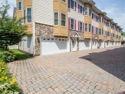 Westbury NY Condo/Townhouse For Sale: $469,000