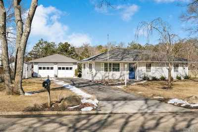 Brookhaven Single Family Home For Sale: 41 Wedgewood Ln