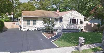 Selden Single Family Home For Sale: 12 Norwalk Ln