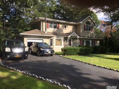 Yaphank Single Family Home For Sale: 500 Starlight Dr