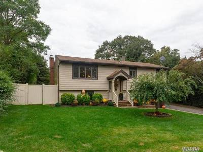 Farmingville Single Family Home For Sale: 54 Crestwood Ln