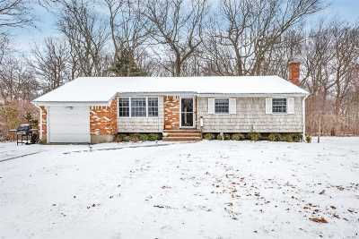 Hauppauge NY Single Family Home For Sale: $437,000