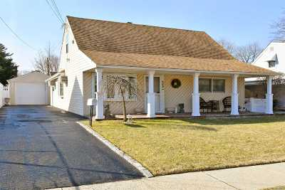 Westbury NY Single Family Home For Sale: $499,000