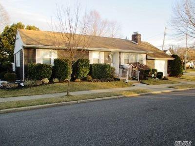 Massapequa Single Family Home For Sale: 72 Cedar Dr