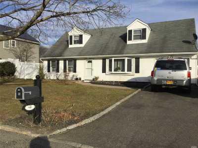 Farmingville Single Family Home For Sale: 68 Rosemont Ave