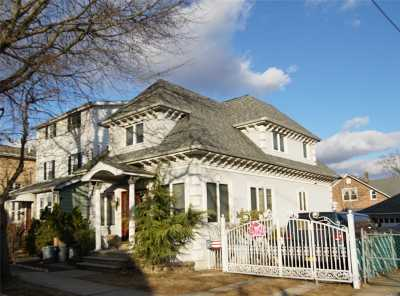 Flushing Single Family Home For Sale: 61-25 168th St