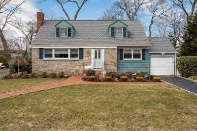 Merrick Single Family Home For Sale: 61 Nancy Blvd